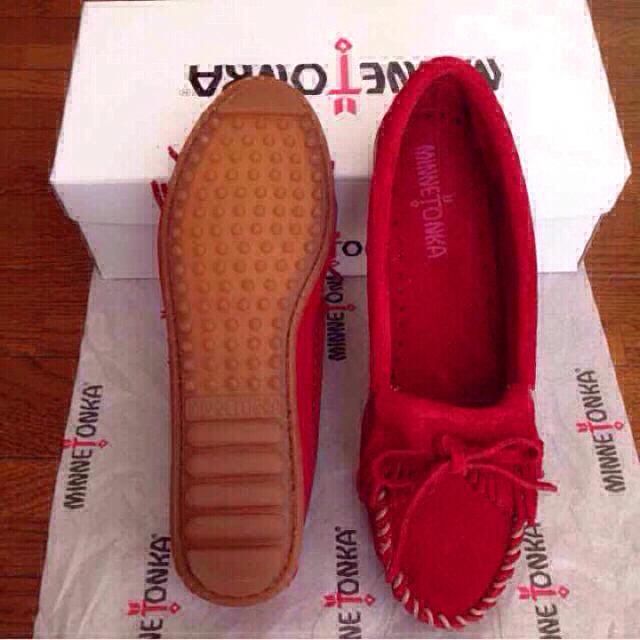 Minnetonka(ミネトンカ)の新品ミネトンカ レッド7.5 モカシン  レディースの靴/シューズ(スニーカー)の商品写真