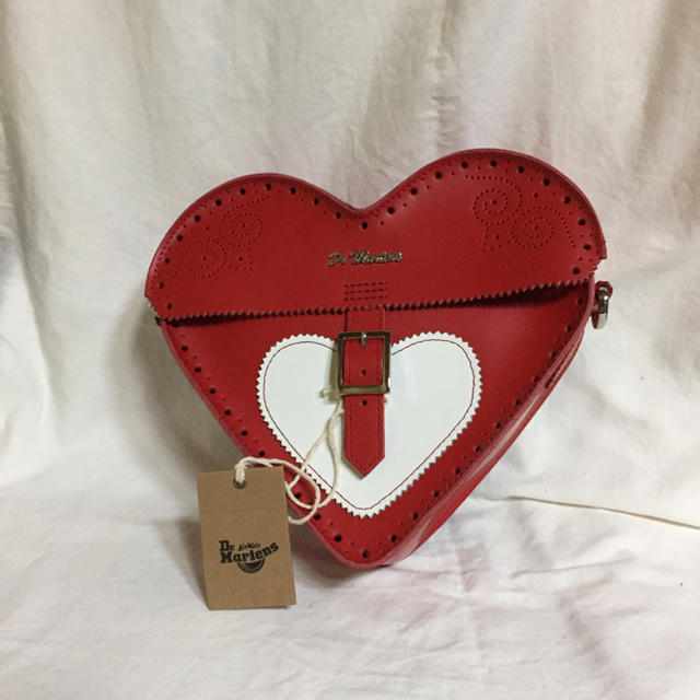 Dr.Martens(ドクターマーチン)のValentine Dr.Martens完売シリーズ 本革サッチェルバッグハート レディースのバッグ(ショルダーバッグ)の商品写真