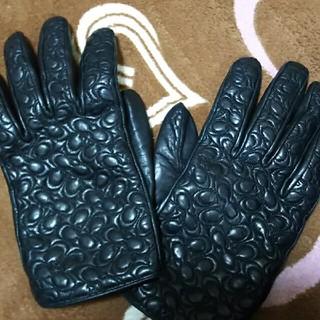 コーチ(COACH)のCOACHシグネチャーレザー手袋黒⬛グローブ(手袋)
