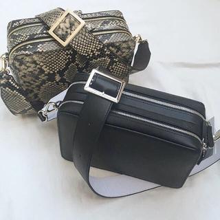 マルタンマルジェラ(Maison Martin Margiela)のYONFA square shoulder black (ショルダーバッグ)