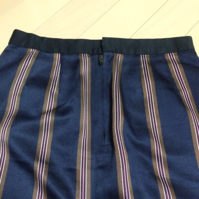 TOMORROWLAND(トゥモローランド)のマカフィー☆スカート☆ブラックショルダー レディースのスカート(ひざ丈スカート)の商品写真