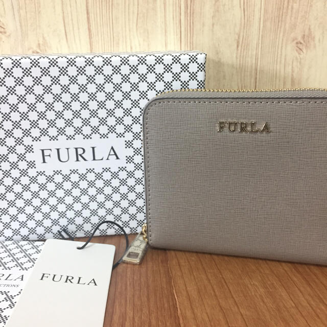 40d71d9ac234 Furla(フルラ)の新品 FURLA バビロン コンパクト ラウンド 折り財布 サッビア グレージュ レディースの