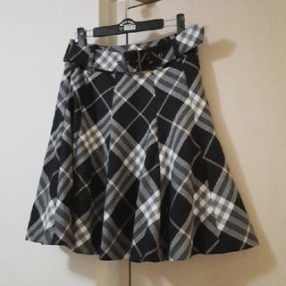 バーバリー(BURBERRY)の美品♥バーバリーブルーレーベル♥ベルト付きチェックのフレアスカート♥山陽商会(ひざ丈スカート)