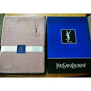 イヴサンローランボーテ(Yves Saint Laurent Beaute)のイヴ・サンローランデザイン ボアシーツ(シーツ/カバー)