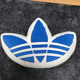 アディダス(adidas)のしんちゃん様専用(クッション)