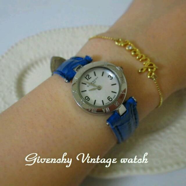 Gucci(グッチ)の新品ロイヤルブルーベルト・シェル文字盤 レディースのファッション小物(腕時計)の商品写真