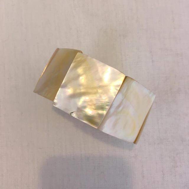 ベトナムのお土産 シェル製のブレスレット 未使用品 レディースのアクセサリー(ブレスレット