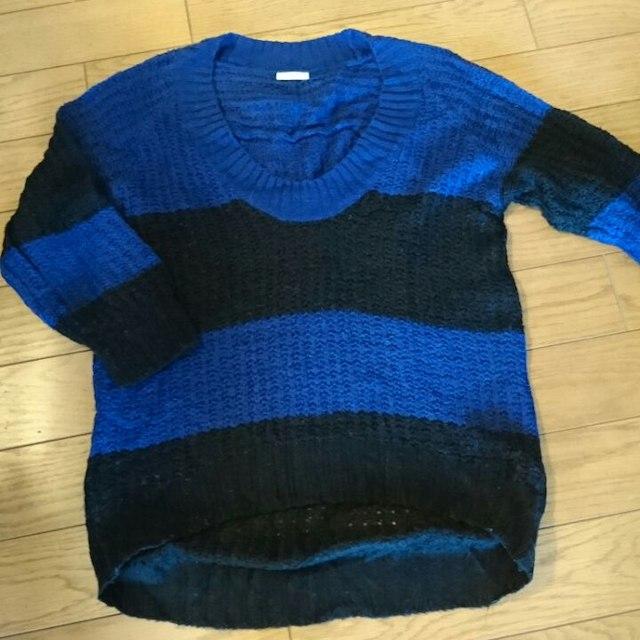 GU(ジーユー)の中古ざっくりくろとブルー系ニット  サイズM レディースのトップス(ニット/セーター)の商品写真