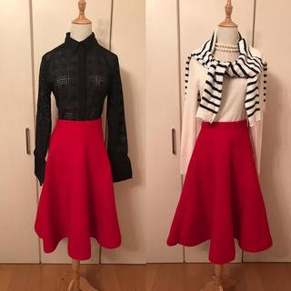 ルシェルブルー(LE CIEL BLEU)のAya様専用ルシェルブルー赤フレアスカートストレッチ性(ひざ丈スカート)