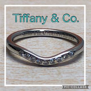 ティファニー(Tiffany & Co.)の限定セール! ☆超美品☆ティファニー☆ダイヤ9石☆カーブドバンドリング プラチナ(リング(指輪))