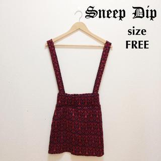 スニープディップ(Sneep Dip)のSneepDip 総柄ニットサスペンダージャンパースカート オリエンタル柄赤(ミニスカート)
