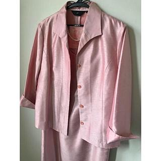 ナチュラルビューティーベーシック(NATURAL BEAUTY BASIC)の4℃ ピンク スーツ セットアップ 入学式 結婚式  a.v.v 組曲 (スーツ)