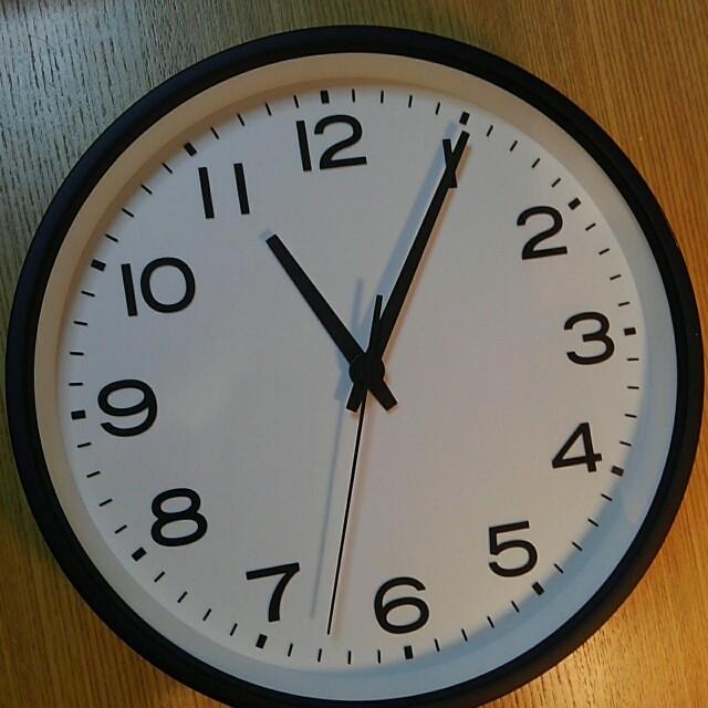 MUJI (無印良品)(ムジルシリョウヒン)の未使用 無印良品 アナログ時計・大 掛時計・ブラック インテリア/住まい/日用品のインテリア小物(掛時計/柱時計)の商品写真
