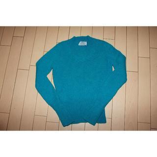 プラダ(PRADA)のプラダ アルパカ100%Vネックセーター 新品 水色(ニット/セーター)