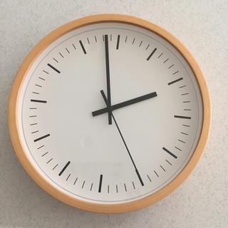 壁掛け時計は一日に何度も目にするもの。だからこそデザインも価格も性能も絶対に妥協はしたくない。今回紹介するのは、ふたつの妥協なき壁掛け時計。