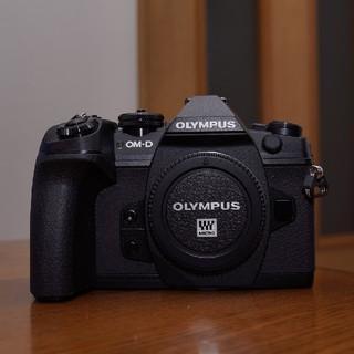 オリンパス(OLYMPUS)のOM-D E-M1 Mark II ボディ 純正バッテリー計2個付(ミラーレス一眼)