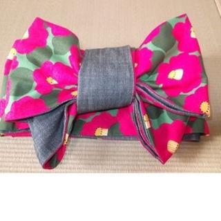 送料無料◆ハンドメイド【ほんのり恋色◆ピンクつばき柄×ジーンズ帯◆木綿半幅帯】(浴衣)