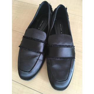 ザラ(ZARA)のZARAフリンジローファー 黒 35 22.5cm(ローファー/革靴)