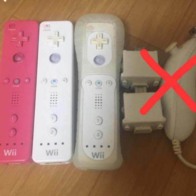 Wii(ウィー)のwiiリモコン3台 取り置き エンタメ/ホビーのテレビゲーム(その他)の商品写真