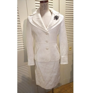 ココン(Cocon)のcocon japan オフホワイトスーツ 38 ジャガード 式典スーツ(スーツ)