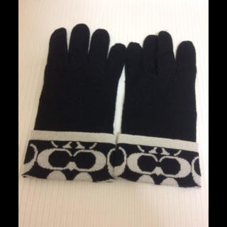 コーチ(COACH)の本物コーチCOACHの黒シルバー系シグネイチャーの女性用手袋 グローブ(手袋)