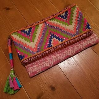 チチカカ(titicaca)のチチカカ アミーナ新品オルテガ×タッセル リメイク ビーズクラッチバッグ(クラッチバッグ)