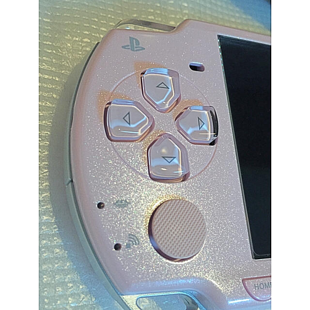 PlayStation Portable(プレイステーションポータブル)のpsp2000 本体完品 美品 ピンク エンタメ/ホビーのテレビゲーム(携帯用ゲーム本体)の商品写真