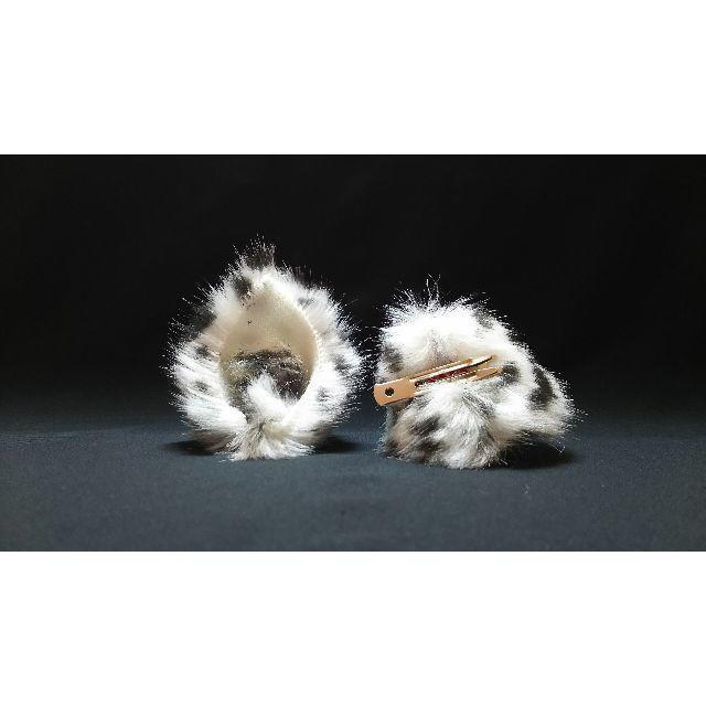 【 ゆきけものネコミミ 】ヘアピンねこ耳◆ユキヒョウ風◆頭の髪に着けられる猫耳 ハンドメイドのアクセサリー(ヘアアクセサリー)の商品写真