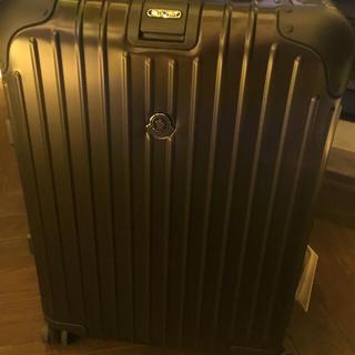 リモワ(RIMOWA)の【ほぼ新品入手困難】モンクレール リモア スーツケース 34L ステルスブラック(トラベルバッグ/スーツケース)