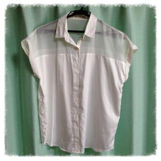 ジーユー(GU)のg.u. ホワイト ブラウス(シャツ/ブラウス(半袖/袖なし))