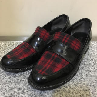 リゾイ(REZOY)のチェックローファー(ローファー/革靴)