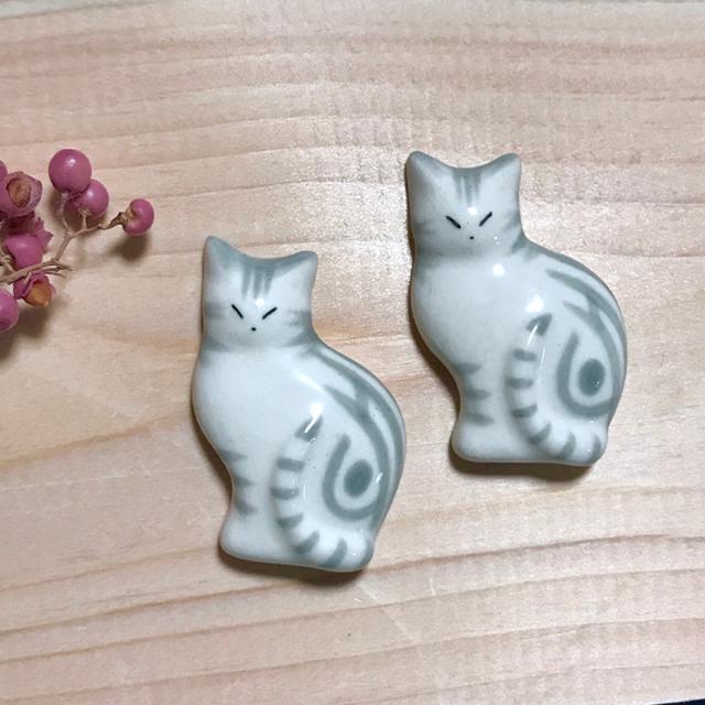 薄型猫の箸置き アメショグレー×シマ茶 ハンドメイド  送料込 インテリア/住まい/日用品のキッチン/食器(カトラリー/箸)の商品写真