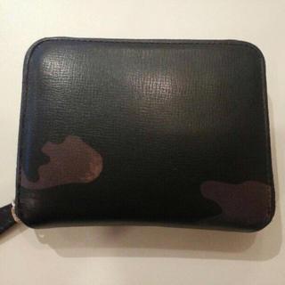 バーニーズニューヨーク(BARNEYS NEW YORK)のラルコバレーノ L'arcobaleno 財布 カモフラ柄 ラウンドジップ(折り財布)
