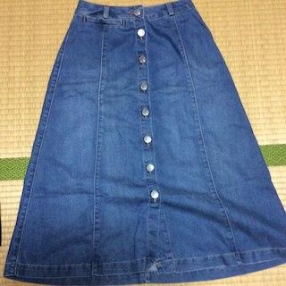 ジーユー(GU)のGU フロントボタン デニムスカート(ひざ丈スカート)