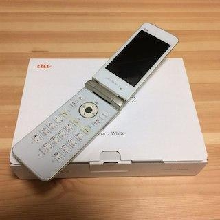 キョウセラ(京セラ)のau GRATINA2 KYY10 ホワイト 一括支払済(携帯電話本体)