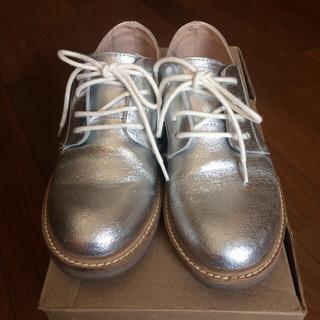 ザラ(ZARA)のZARA GIRLS 34 22.5cm 靴 本革 シルバー 箱付(ローファー)
