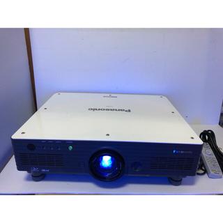 パナソニック(Panasonic)のPANASONIC PT-D5700 ☆6000ルーメン ランプ使用各56時間(プロジェクター)
