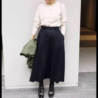 イエナ(IENA)のIENA ハード圧縮  スカート  イエナ  ネイビー 36(ロングスカート)