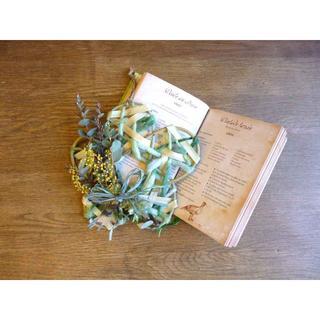 【ふわふわしてきた春待ちミモザ】ミモザのお花型ブルーグレーリース(リース)