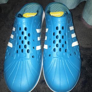 アディダス(adidas)のadidas スリッパ 水色 28.5(スリッパ/ルームシューズ)