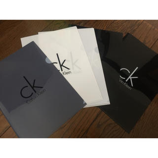 カルバンクライン(Calvin Klein)のCalvinKlein A4ファイル 白 黒 グレー(クリアファイル)