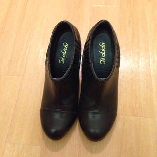 テチチ(Techichi)のテチチブーティ(ブーツ)