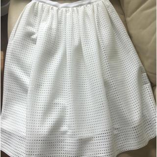 フォクシー(FOXEY)のFOXEY NYフォクシーニューヨークのスカート40ホワイトパンチング ミモレ丈(ロングスカート)