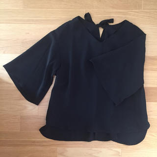 ジーユー(GU)のVネックプルオーバー(シャツ/ブラウス(半袖/袖なし))