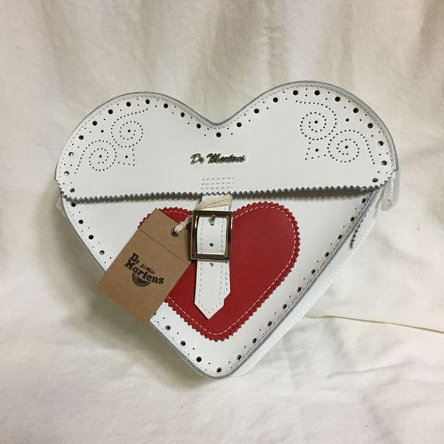 Dr.Martens(ドクターマーチン)のDr.Martens Valentineバレンタインハートサッチェルショルダー レディースのバッグ(ショルダーバッグ)の商品写真