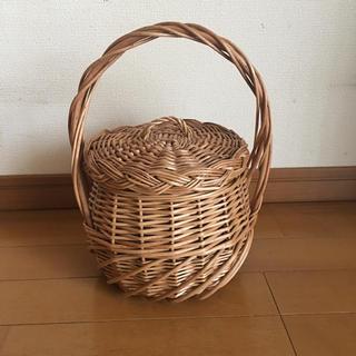 【未使用品】カゴバッグ  籠 バック フタ付き メヌイ ハンドバッグ(かごバッグ/ストローバッグ)