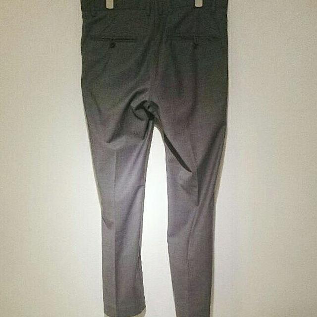 GU(ジーユー)のused H&M 夏物軽快 スラックス 48 グレー メンズのパンツ(スラックス)の商品写真