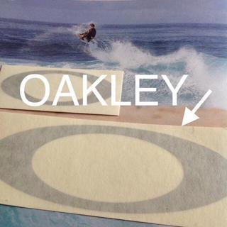 オークリー(Oakley)のOAKLEYオークリーUS限定MIDダイカット silverステッカー(サーフィン)