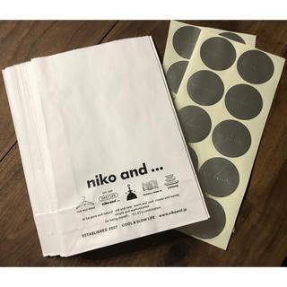ニコアンド(niko and...)の送料込み!非売品!Niko and…ラッピング紙袋&シール(iPhoneケース)