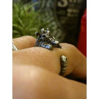 指でペットを飼おう!動物モチーフ アニマルリング キリン 麒麟 グレー 黒 ブラ(リング(指輪))